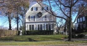 800px-amityville-house